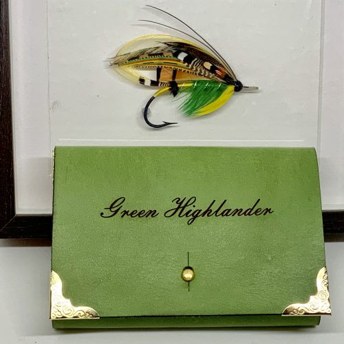 Græni hálendingurinn veiðifluga og handgert veiðiveski - Green Highlander fishing flies and handmade wallet by the Angry Duck in Iceland with the name