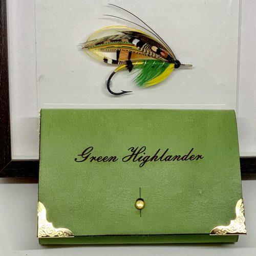 Græni hálendingurinn veiðifluga og handgert veiðiveski - Green Highlander fishing flies and handmade wallet by the Angry Duck in Iceland with the name